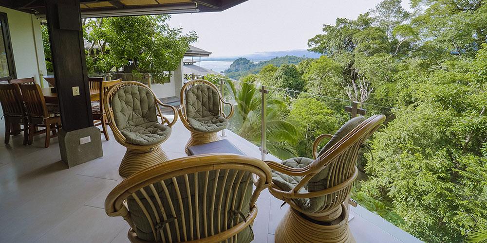 Casa Heliconia balcony4