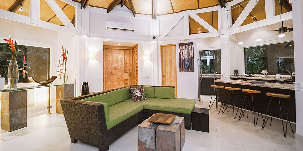 Casa Heliconia living and kitchen1