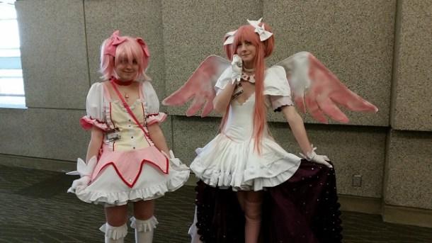 Sakuracon_2014_-_Sunday_-_Madoka_and_Godoka_(Puella_Magi_Madoka_Magica)_Small