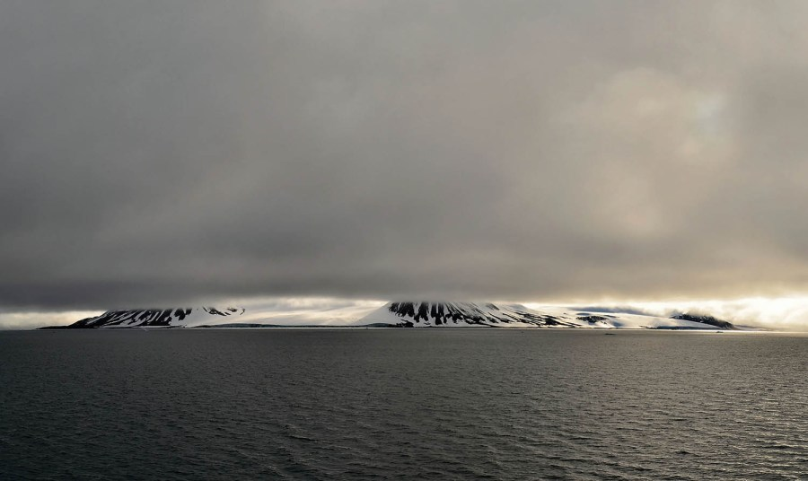 Wiener Neustadt Island from the north, Franz Josef Land | Christoph Ruhsam