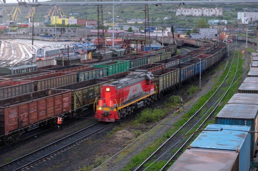A train rolling along the tracks in the Port of Murmansk rail yard.