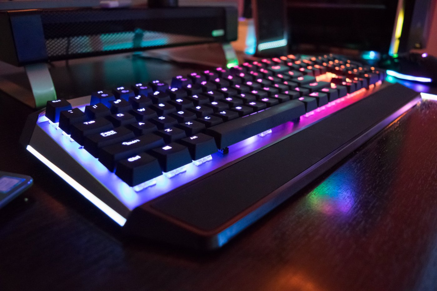 Viper Gaming mechanical RGB keyboard V765 review