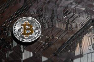 ما هو البيتكوين Bitcoin بالتفصيل