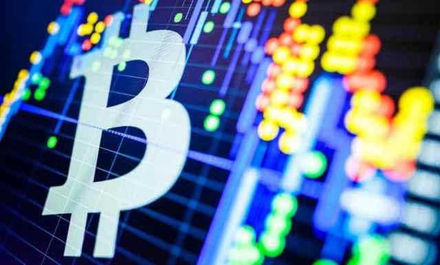 سوق العملات الرقمية المشفرة يشهد ارتفاعا ملحوظا بعد إرتفاع سعر البيتكوين لما فوق 7000 دولار