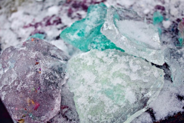 How to make easy ice sculptures with your kids: the perfect outdoor winter activity