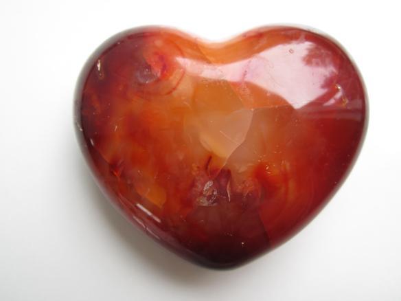 https://www.crystalheartpsychics.com/wp-content/uploads/2016/11/carnelian-crystal-heart.jpg