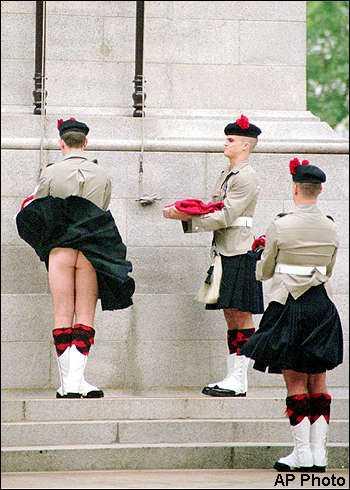 Liberdade é mostrar a bunda do guarda!