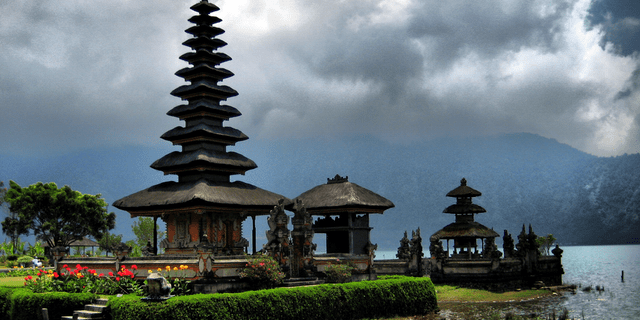 Bali Temple Indonesia 640x320 - Spotlight on Bali