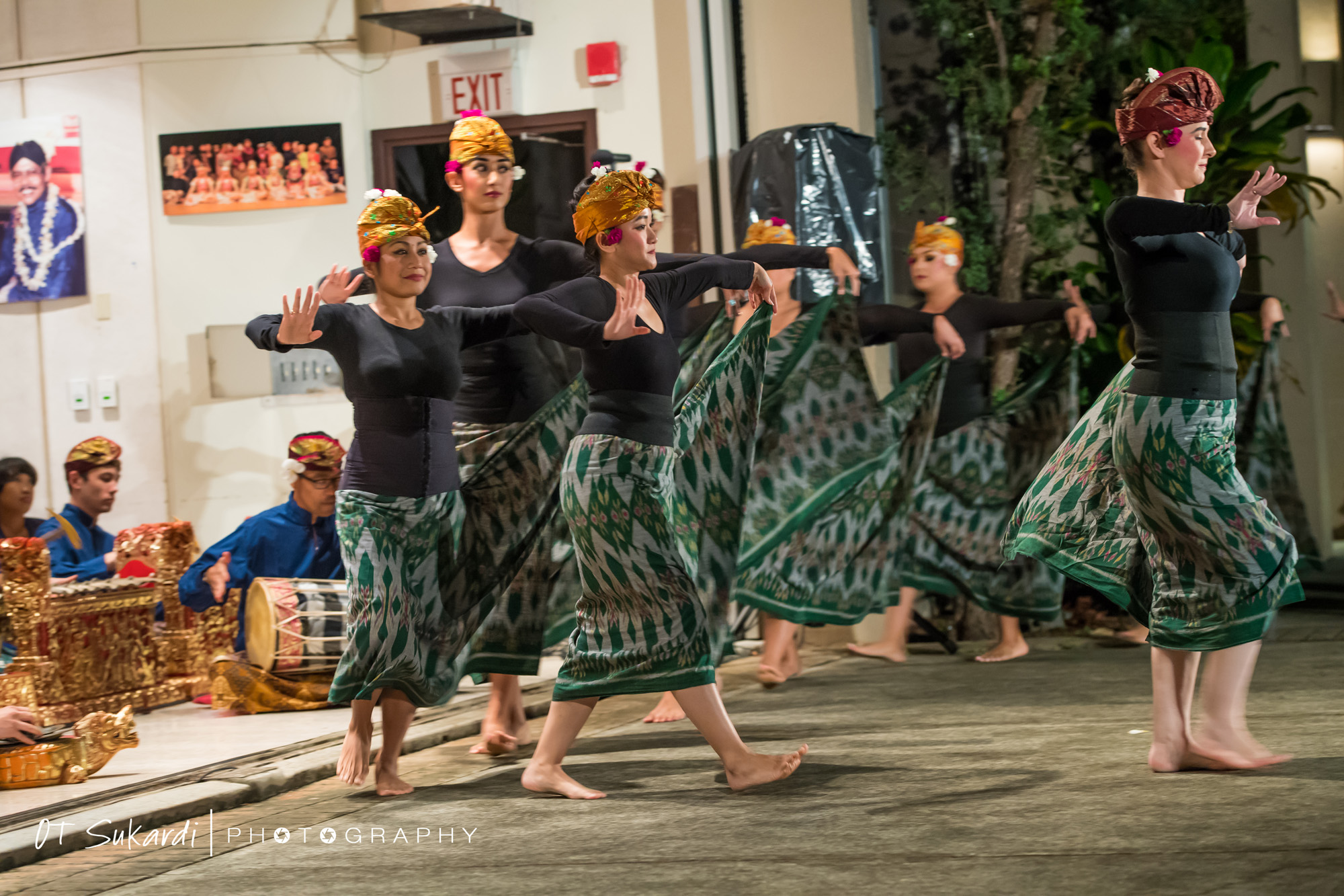 women dance in green and black costume