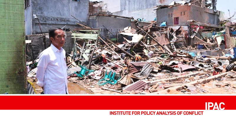 President Jokowi visiting the site of the destruction caused by bombs in Sibolga, North Sumatra, in March 2019.