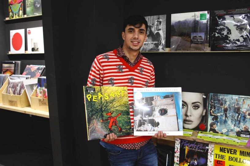 Fabio Canducci con gli album di Nadine Ahah e Richard Dawson