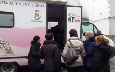 Tappa a Marigliano per il Camper Donna dell'ALTS: visite senologiche gratuite per sostenere la prevenzione