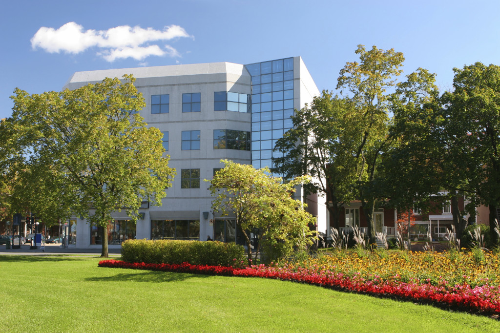 Office-bldg-with-lawn-landscape-pic_iStock_000002219163_Large-1024x682