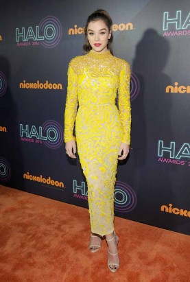 NEW YORK, NY - NOVEMBER 11: Actress Hailee Steinfeld attends the 2016 Nickelodeon HALO awards at Basketball City Pier 36 - South Street on November 11, 2016 in New York City. (Photo by Brad Barket/Getty Images for Nickelodeon) *** Local Caption *** Hailee Steinfeld