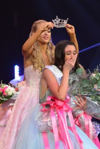 Payton Mays is crowned as the new Miss America's Outstanding Teen by her predecessor London Hibbs.