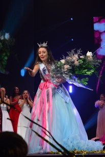 Miss America's Outstanding Teen Payton May thanks the judges for awarding her the national title