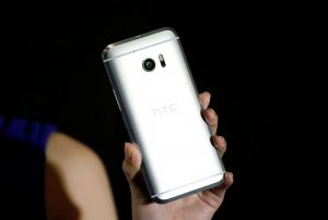 A model poses for photographs with HTC 10, an Android-based smartphone during its launch event in Taitung, Taiwan April 12, 2016. REUTERS/Tyrone Siu