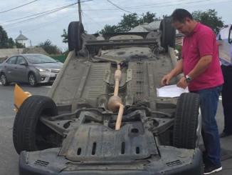 Un taxi s-a răsturnat în 23 August