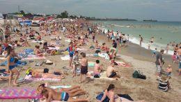 Plaja din Costinești este plină după o săptămână de ploi