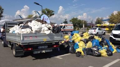 Militarii americani și voluntarii au curățat plaja din Mamaia