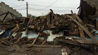 O casă s-a dărâmat în urma viiturii