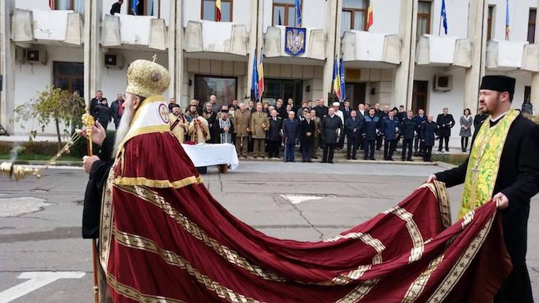 Mantia cea roșie al lui IPS Teodosie. FOTO ziuaconstanta.ro
