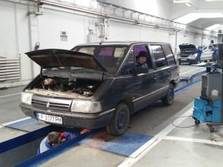 Mașină la Registrul Auto Român