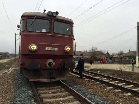 Doi răniți grav după ce un autoturism a fost lovit de un tren, la un pasaj de cale ferată din 23 August. Imagine cu rol ilustrativ