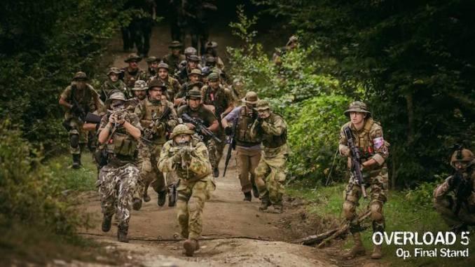 Scenă de pe câmpul de luptă Airsoft. FOTO Overload