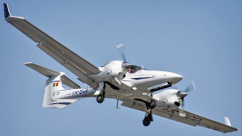 Avionul Diamond DA42 de la Aeroportul Tuzla. FOTO Cristian Tamaș