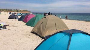 Cu cortul pe plaja din Vama Veche