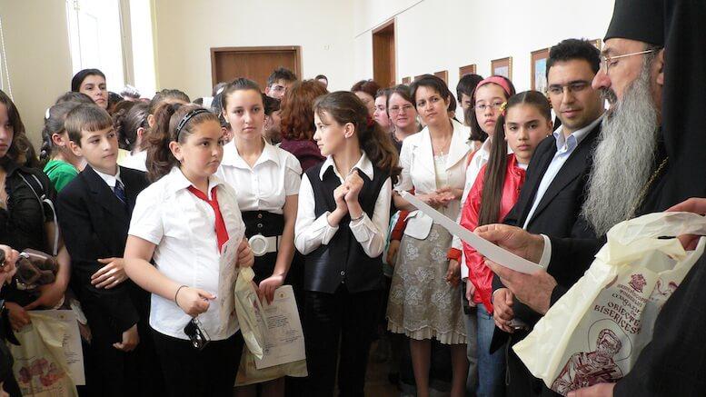 "Olimpicii la ""Religie"" și IPS Teodosie. FOTO Arhiva Arhiepiscopiei Tomisului"