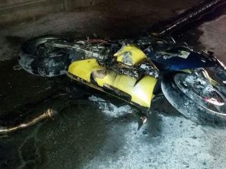 Motocicleta a luat foc în urma accidentului