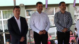 Tudorel Grosu (viceprimar), Valentin Vrabie (fost primar de Peștera) și Marius Liviu Petre (actualul primar de Peștera). FOTO Adrian Boioglu