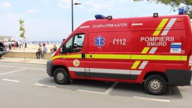 Mașina SMURD pe faleză, plajă. FOTO Adrian Boioglu
