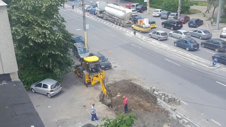 Lucrarea Primăriei Constanța a blocat parcarea. FOTO Ștefan Gîrdeanu