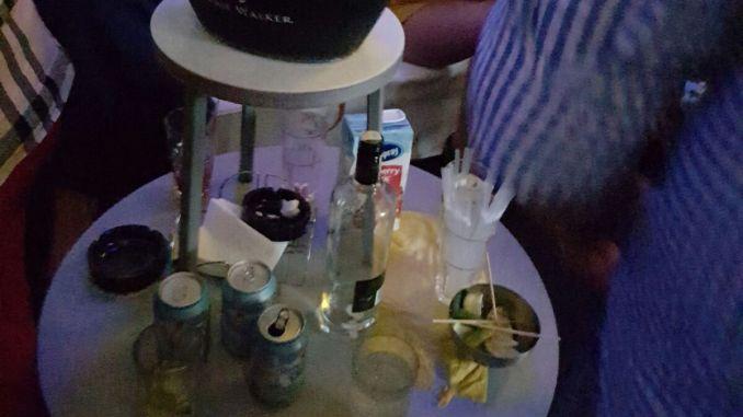 Scumiere pentru fumători într-un club din Mamaia