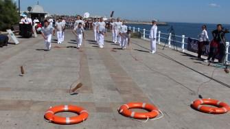 Jocuri marinărești la Navă a Poliției de Frontieră la Ziua Marinei Române. FOTO Adrian Boioglu