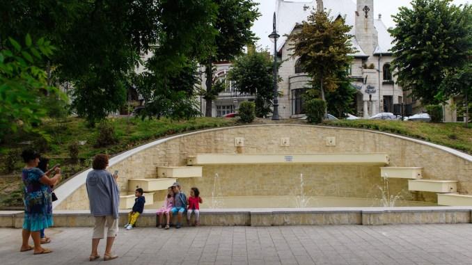 Fântână arteziană pe faleza Cazinoului din Constanța