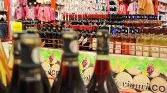 Raionul de vinuri de la cora City Park Mall. FOTO Adrian Boioglu