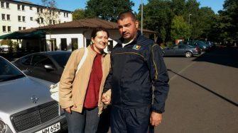 Plutonierul Eduard Romilă alături de soția lui. FOTO MApN