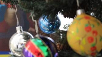 Globulețe pentru pomul de Crăciun. FOTO Adrian Boioglu