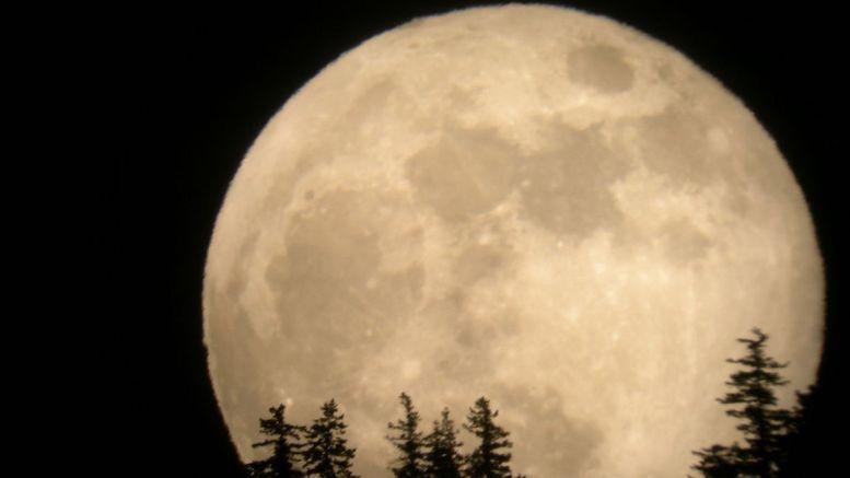 Super Luna. FOTO Tim McCord / space.com