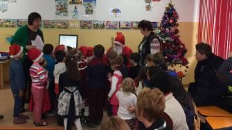 Moș Crăciun la grădinița din Crucea