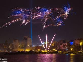 Artificii de Revelion 2017 in Piața Ovidiu. FOTO Raluca Buzoianu