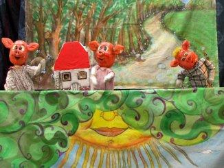 Teatru de păpuși Cei trei purceluși