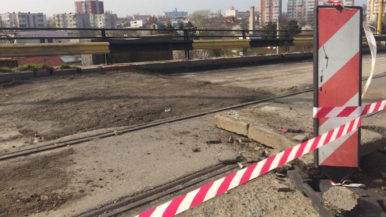 Podul de pe strada Cumpenei, în reparații capitale. FOTO Constanța NEWS