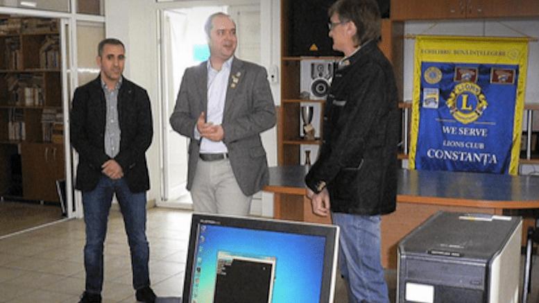 Clubul Lions Constanta ofera computere nevazatorilor