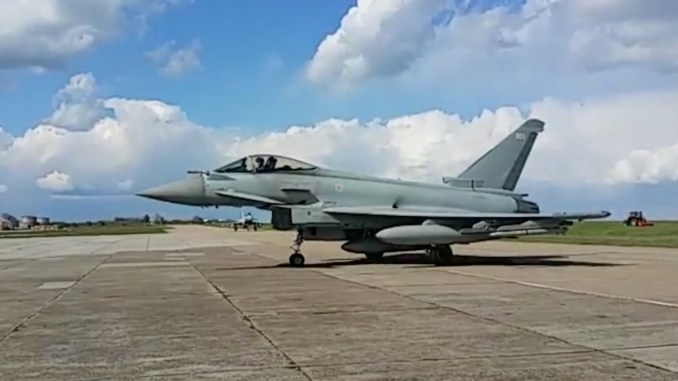 Aeronava Eurofighter Typhoon pe pista de la Kogălniceanu. FOTO Captură Video