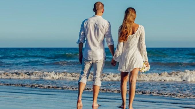 Căsătorie pe plajă. FOTO Adam Kontor